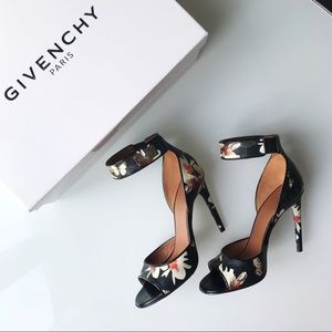 Givenchy Magnolia sandals size 37 / 7